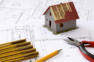 Maquete de casa em cima de projeto