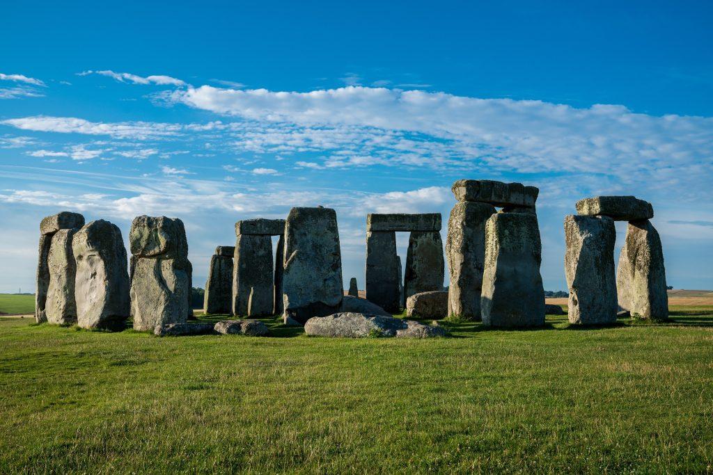 construções de pedra à luz diurna